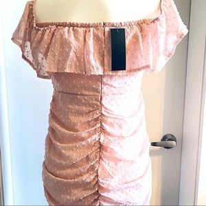 NWT Off Shoulder beautiful dress Light pink Size L